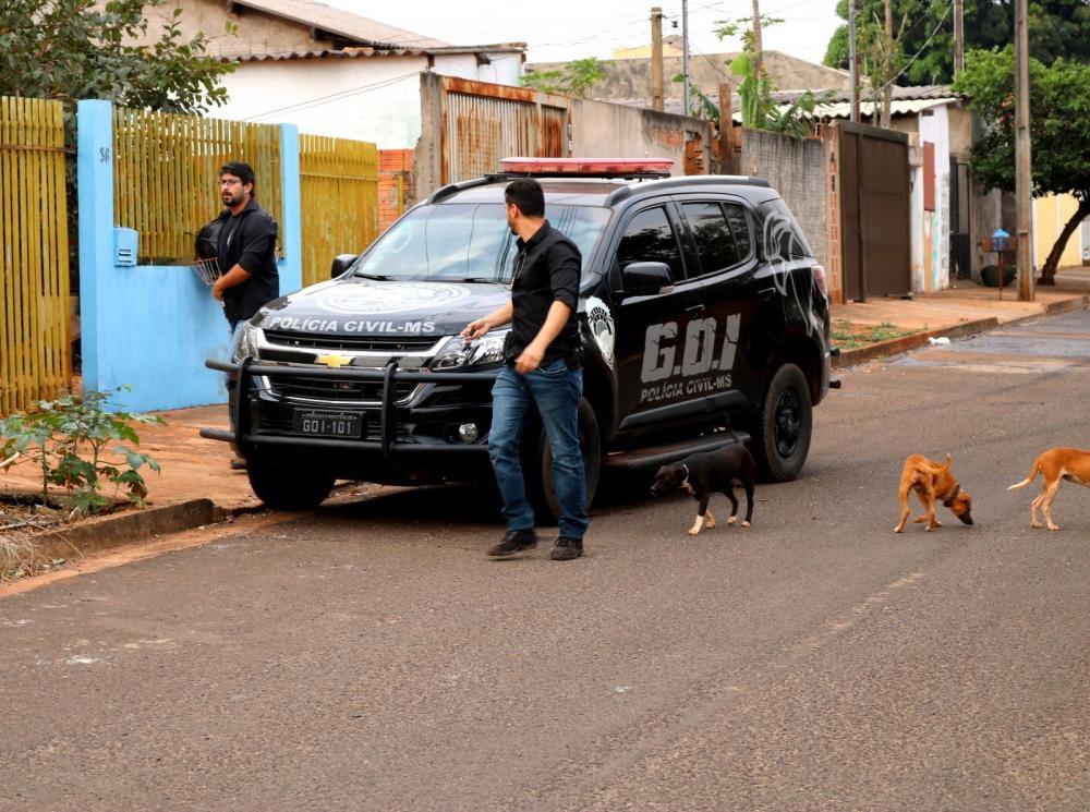 Polícia em operação para prender o suspeito — Foto: PC/Divulgação