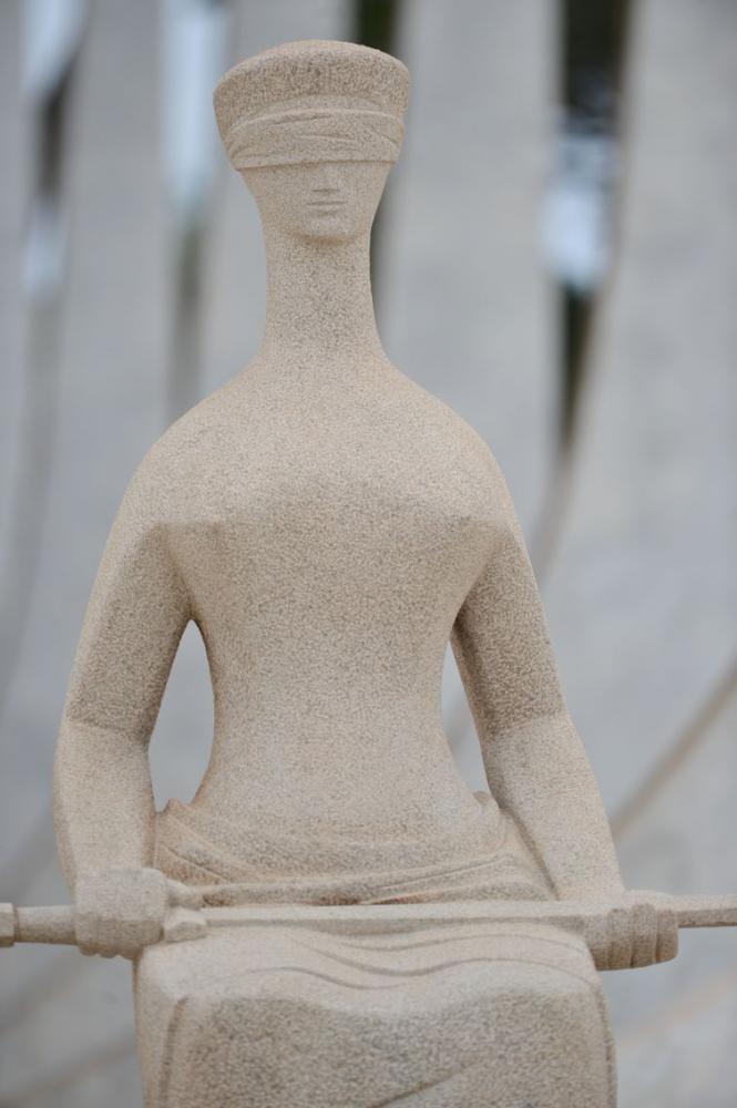 A Justiça é uma escultura localizada em frente ao prédio do Supremo Tribunal Federal, em Brasília,i feita em 1961 pelo artista plástico mineiro Alfredo Ceschiatti. - Fabio Rodrigues Pozzebom/Agênci