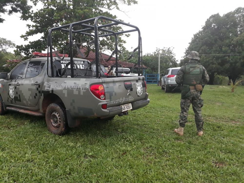 Polícia invadiu fazenda onde bandidos de tentativa de assalto a carro-forte estavam escondidos — Foto: Polícia Militar/Divulgação