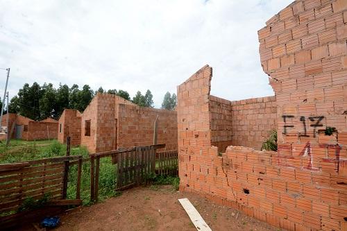 A maioria das moradias está desabando no Dom Antônio - Foto: Bruno Henrique/Correio do Estado