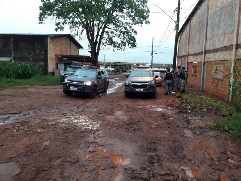Polícia perseguiu bandidos que renderam família em MS — Foto: Osvaldo Nóbrega/TV Morena