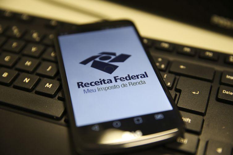 A Receita oferece ainda aplicativo para tablets e smartphones, que permite o acompanhamento das restituições - Marcello Casal JrAgência Brasil
