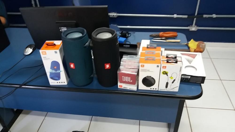 Objetos furtados de loja, em Campo Grande — Foto: Osvaldo Nóbrega/ TV Morena