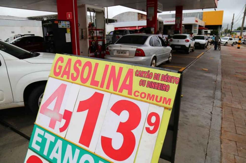 Gasolina deve ficar ainda mais cara em MS - Foto: Marcos Ermínio