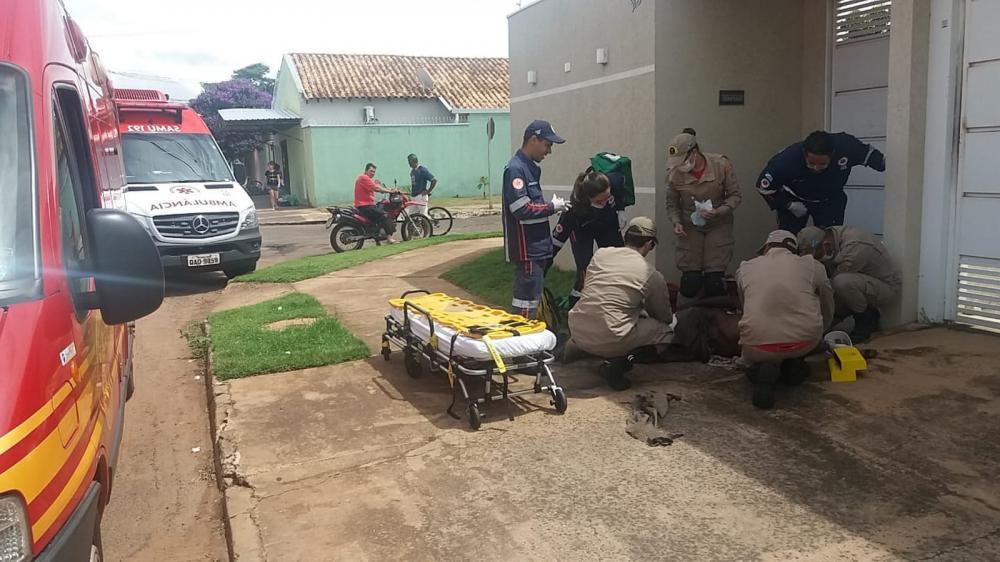 Morador de rua é socorrido pelo Samu e pelo Corpo de Bombeiros — Foto: Osvaldo Nóbrega/TV Morena
