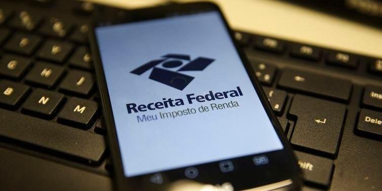 Idosos, professores e pessoas com deficiência tem prioridade no recebimento da restituição - Foto: Marcelo Casal Jr/Agência Brasil