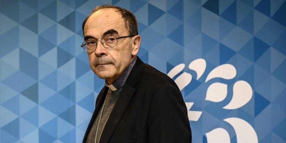 Absolvido de acobertamento de pedofilia, cardeal Philippe Barbarin pediu renúncia - Foto: Jean-Phlippe Ksiazek/AFP