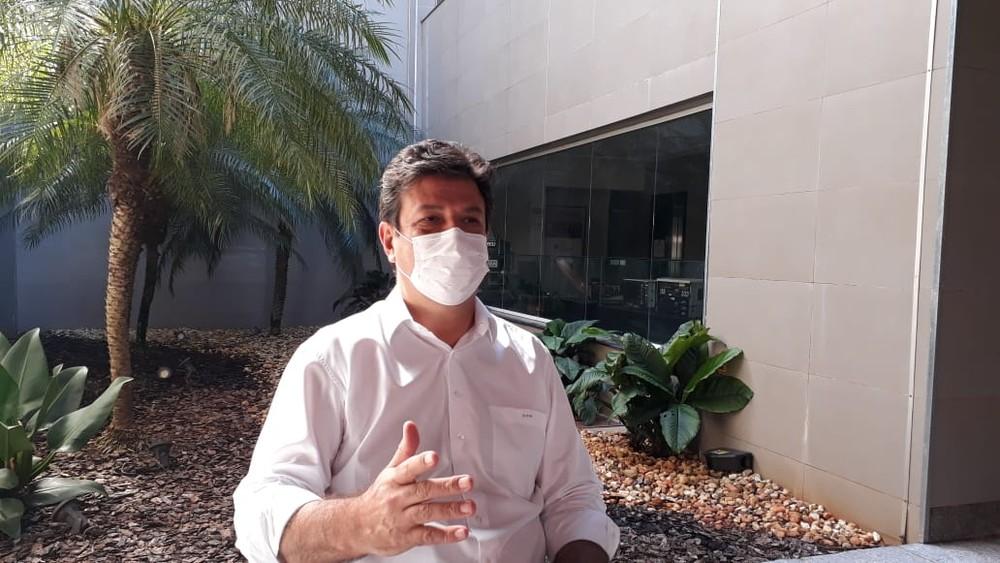 Luiz Henrique Mandetta em entrevista nesta segunda-feira, à TV Morena — Foto: Ricardo Freitas/G1 MS