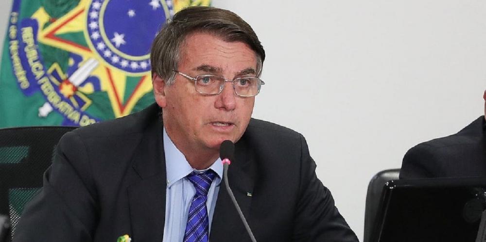 Bolsonaro oficializa coronel como número 2 do Ministério da Saúde
