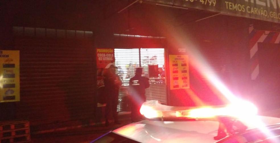 Agentes durante toque de recolher em Campo Grande — Foto: GM/Divulgação