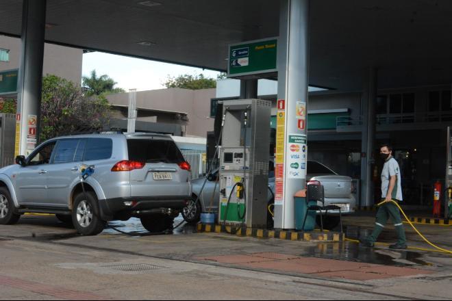 Gasolina teve quatro aumentos no mês - Foto: Álvaro Rezende/Correio do Estado
