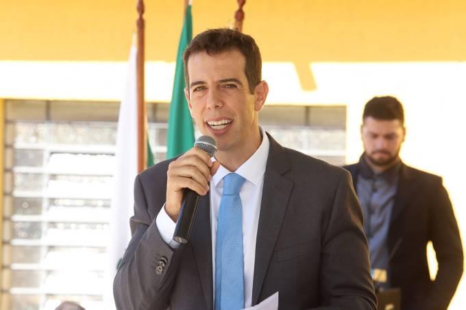 Bolsonaro escolhe Renato Feder para ser novo ministro da Educação