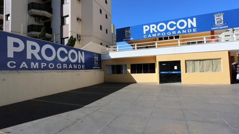 Procon Municipal encontra produtos vencidos e divergência de preços em lojas no centro de Campo Grande